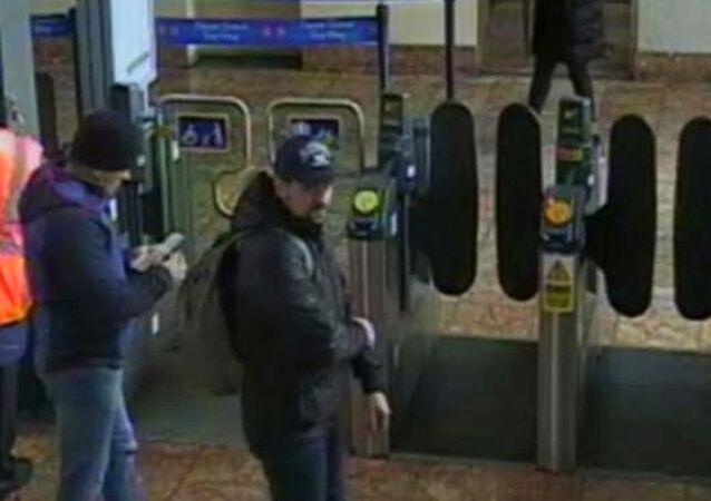 Boshirov e Petrov nelle telecamere di sorveglianza a Salisbury