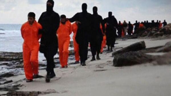 Jihadisti del Daesh portano gli ostaggi ad esecuzione - Sputnik Italia