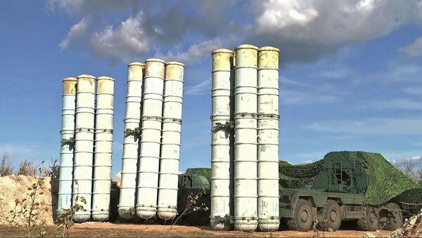 Зенитные ракетные комплексы С-300 на учениях ПВО в рамках маневров Восток-2018 - Sputnik Italia