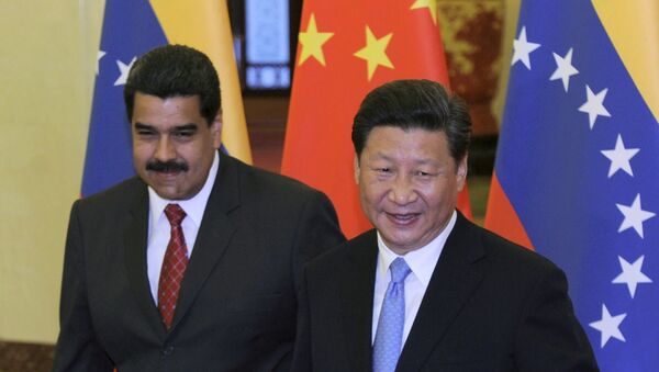 Chinese President Xi Jinping (R) gestures to Venezuelan President Nicolas Maduro - Sputnik Italia