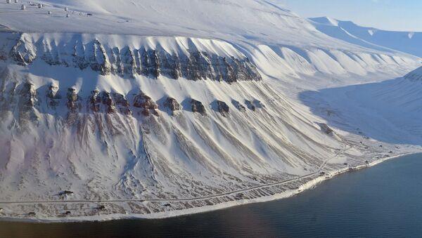 A view of the snowy peaks of the Spitsbergen (Svalbard) archipelago - Sputnik Italia