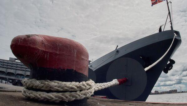 Фрегат Адмирал Макаров проект 11356 на Международном Военно-Морском салоне в Санкт-Петербурге - Sputnik Italia