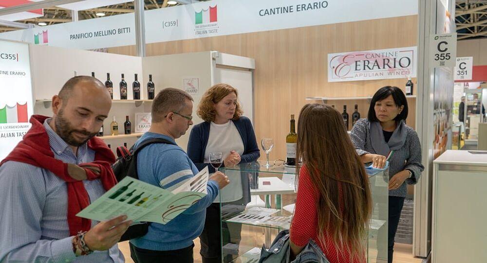 Degustazioni di vino presso uno degli stand del padiglione italiano a World Food Expo