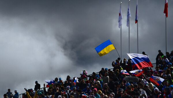 Le bandiere ucraina e russa - Sputnik Italia