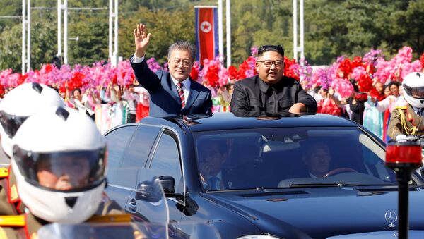 Moon Jae-in e Kim Jong Un - Sputnik Italia
