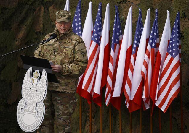 Bandiere di Polonia e Stati Uniti