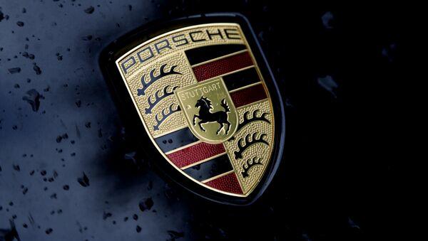 Il logo Porsche - Sputnik Italia