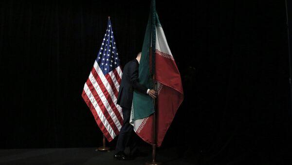 Флаги Сша и Ирана  - Sputnik Italia