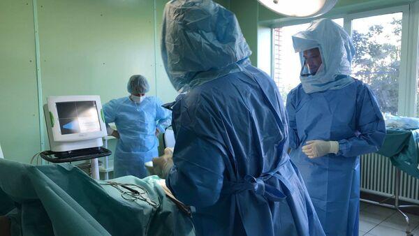 I chirurghi dell'OKB durante l'operazione - Sputnik Italia
