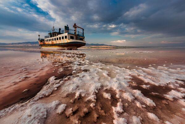 Foto 'End Floating (fine della navigazione)' dell'iraniano Saeed Mohammadzadeh - vincitore del concorso Environmental Photographer of the Year 2018 - Sputnik Italia