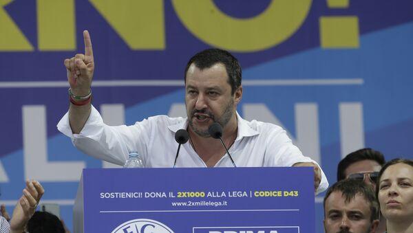 Matteo Salvini interviene durante la tradizionale riunione della Lega a Pontida, Italia - Sputnik Italia