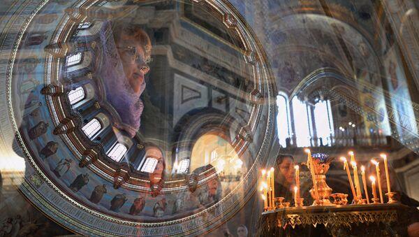 Верующие в храме Христа Спасителя в Москве - Sputnik Italia