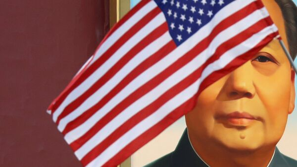 A US flag flutters in front of a portrait of the late Chinese Chairman Mao Zedong at Tiananmen gate during the visit by US President Donald Trump to Beijing, China, November 8, 2017. - Sputnik Italia