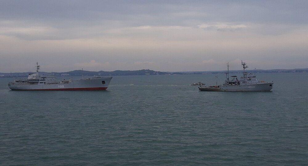 Navi della Marina ucraina presso lo stretto di Kerch