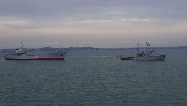 Navi della Marina ucraina nello stretto di Kerch - Sputnik Italia