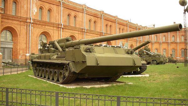 The 203-mm self-propelled gun 2S7 «Pion» at the Saint Petersburg Artillery Museum - Sputnik Italia