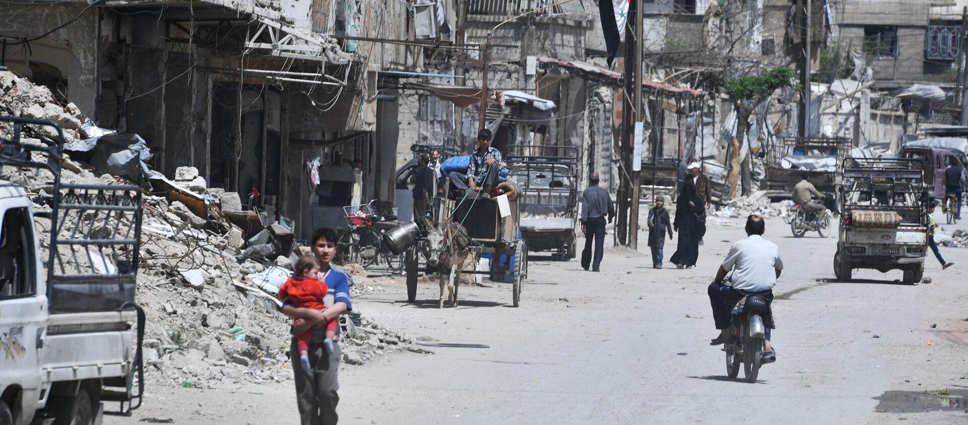 Il sobborgo di Damasco Douma visto dopo essere stato liberato dai militanti. - Sputnik Italia, 1920, 29.09.2020
