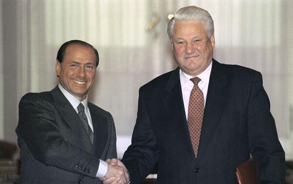 Silvio Berlusconi e l'allora presidente della Federazione Russa Boris Yeltsin s'incontrano al Cremlino, 1994 - Sputnik Italia