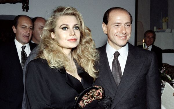 Il politico italiano Silvio Berlusconi con sua coniuge Veronica Lario, 1991 - Sputnik Italia