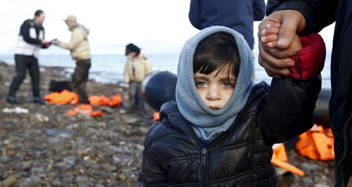 Un bambino siriano rifugiato sull'isola greca di Lesbo