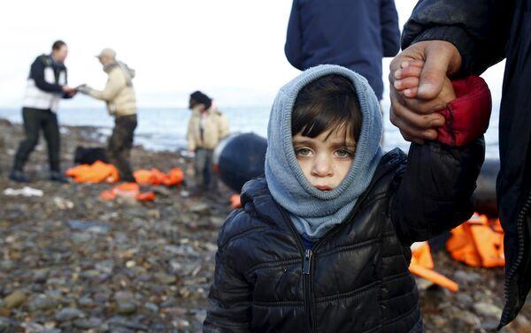 Un bambino siriano rifugiato sull'isola greca di Lesbo - Sputnik Italia