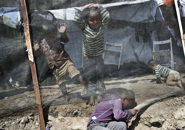 Bambini in campo profughi