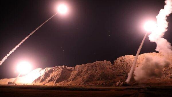 L'esercito iraniano ha compiuto un attacco missilistico contro gli organizzatori dell'attentato terroristico a Ahvaz e alle loro strutture sulla riva orientale dell'Eufrate in Siria - Sputnik Italia