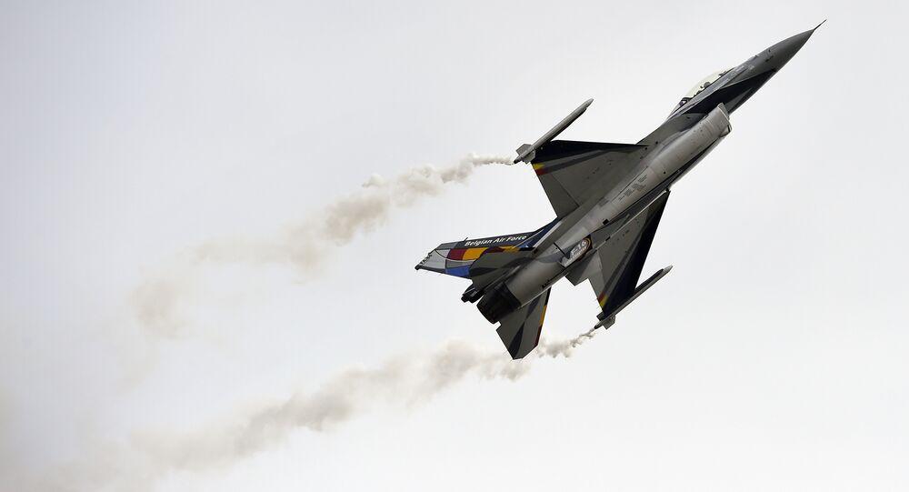 Un Lockheed Martin F-16,  dell'aeronautica Belga