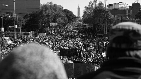Manifestanti in occasione della commemorazione tenutasi 47 anni dopo il 2 ottobre del 1968. - Sputnik Italia