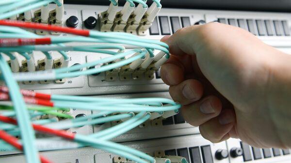 Сетевое оборудование в серверной - Sputnik Italia