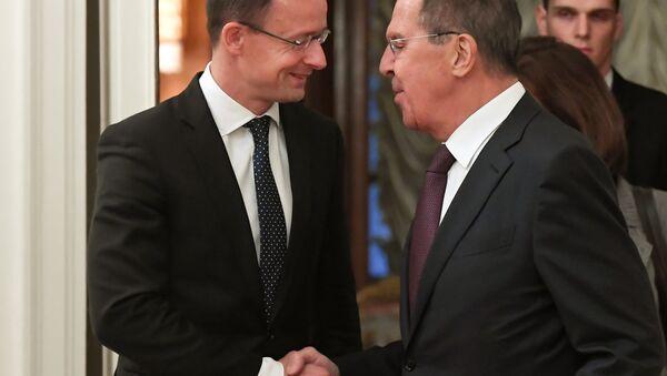 Incontro tra il ministro Esteri russo Sergei Lavrov e il suo omologo ungherese Péter Szijjártó - Sputnik Italia