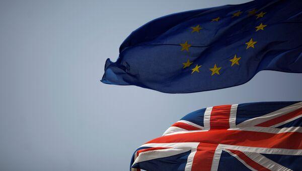 Le bandiere britannica e UE - Sputnik Italia