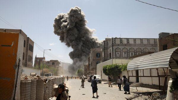 Bombardamenti in Yemen - Sputnik Italia