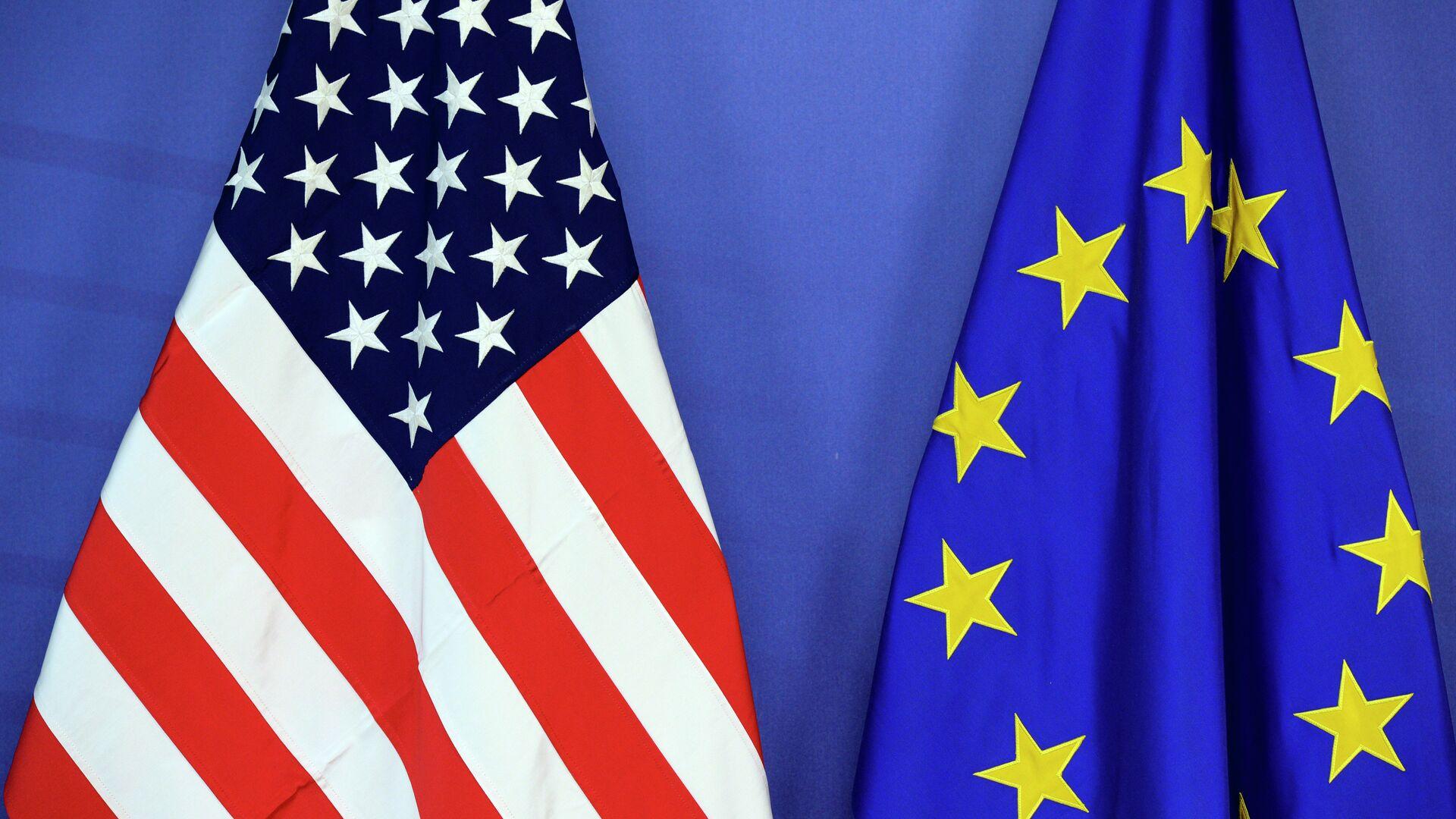 Le bandiere dell'UE e degli USA - Sputnik Italia, 1920, 08.06.2021