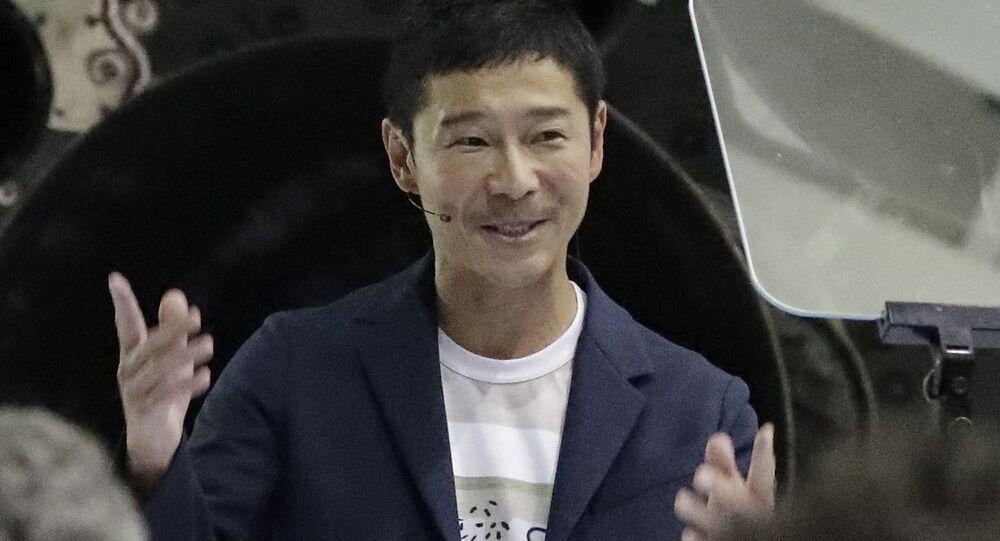 Il miliardario giapponese Yusaku Maezawa parla dopo che il fondatore e amministratore delegato di SpaceX Elon Musk lo ha annunciato come la persona che sarebbe stata il primo passeggero privato in un viaggio intorno alla luna, lunedì 17 settembre 2018, a Hawthorne, in California.