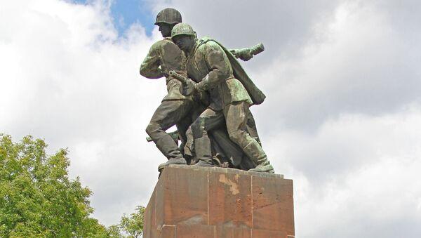 Памятник советским воинам в Варшаве - Sputnik Italia