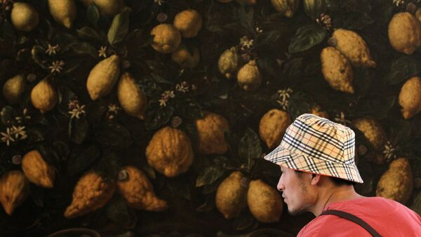 Un uomo cinese nel padiglione italiano all'EXPO 2010 - Sputnik Italia