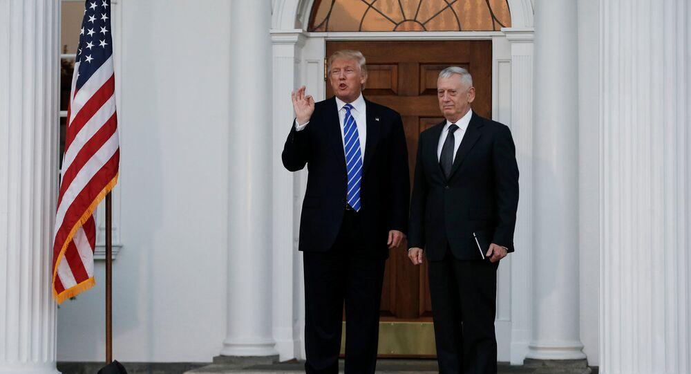 Il presidente Donald Trump e James Mattis