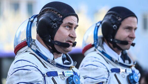 Russian Astronaut Alexey Ovchinin and US Astronaut Nick Hague  Before Start From Baikonur Cosmodrome - Sputnik Italia