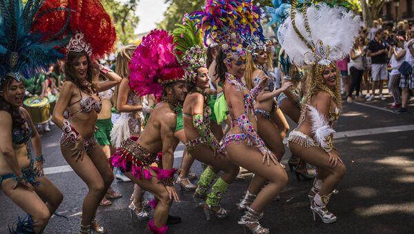 Ballerini e ballerine ad un gay pride - Sputnik Italia