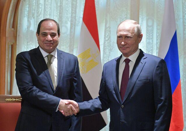 Abdel Fattah al-Sisi e Vladimir Putin (foto d'archivio)