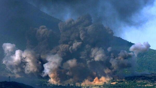 Il villaggio kosovaro di Gorozhubi sotto l'attacco dei bombardieri americani B-52, 1999. (foto d'archivio) - Sputnik Italia
