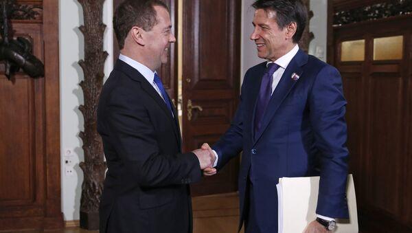 Incontro tra Dmirty Medvedev e Giuseppe Conte a Mosca - Sputnik Italia
