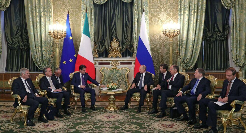 L'incontro tra il presidente russo Putin e il primo ministro italiano Conte