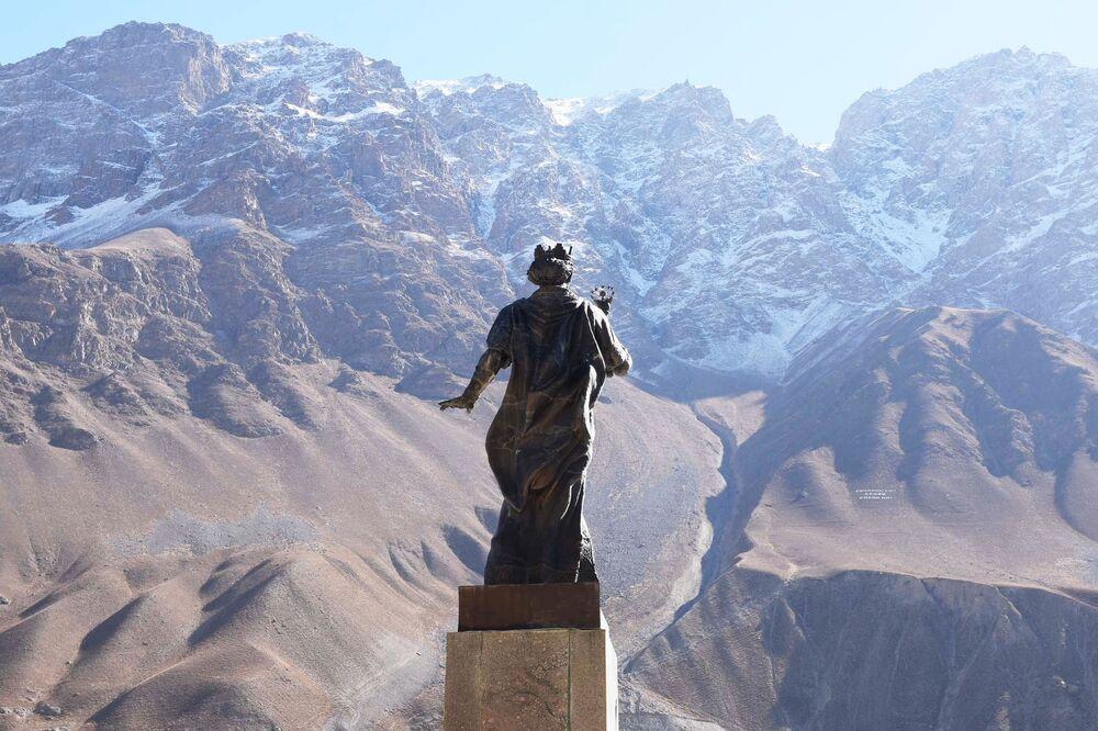 Il monumento ad emiro persiano Isma'il ibn Ahmad a Choruǧ, Tagikistan