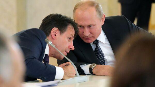 L'incontro tra Giuseppe Conte e Vladimir Putin - Sputnik Italia