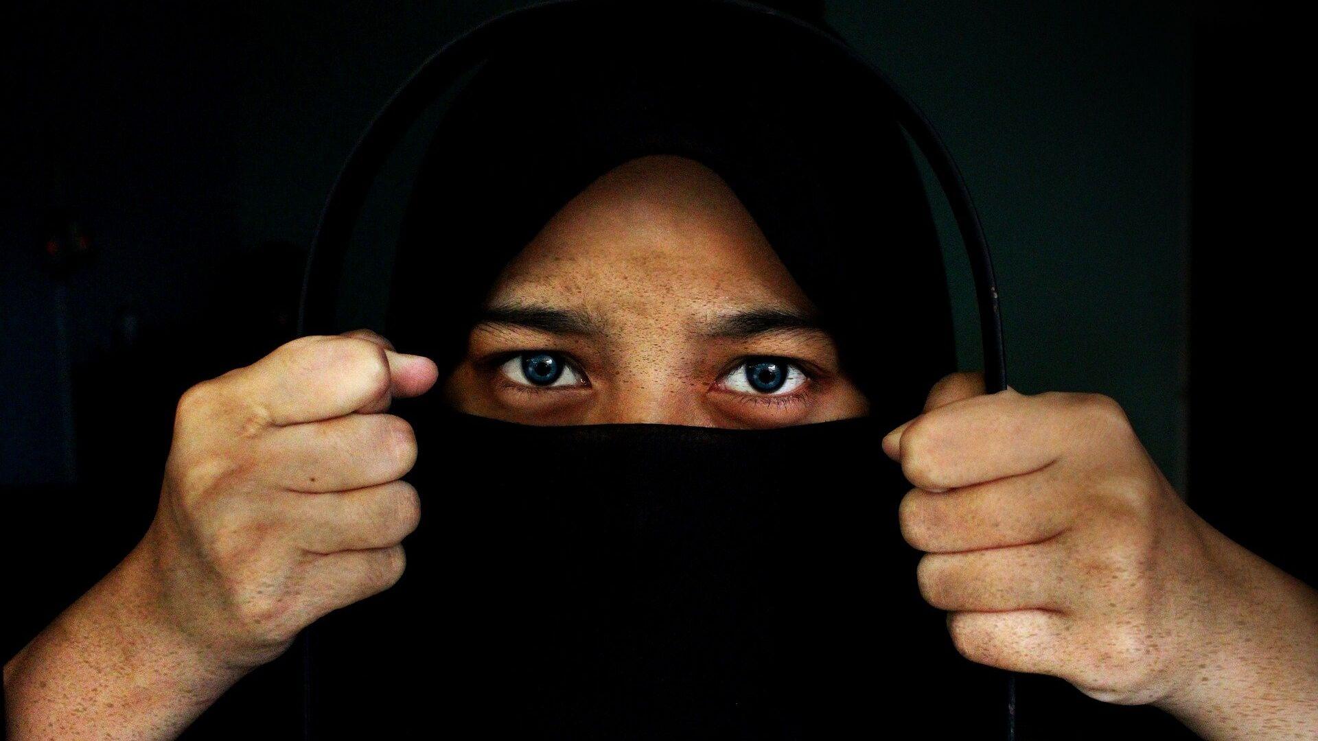 A woman wearing a hijab - Sputnik Italia, 1920, 18.07.2021