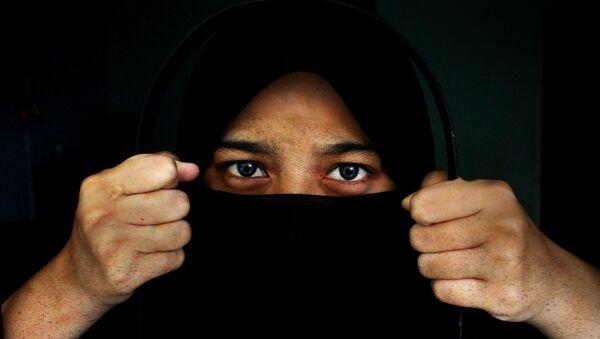 A woman wearing a hijab - Sputnik Italia