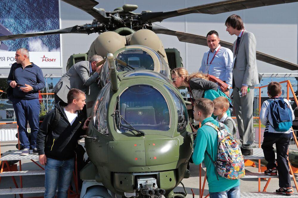 L'elicottero Mi-25M presentato al Forum Armiya-2018 a Kubinka.