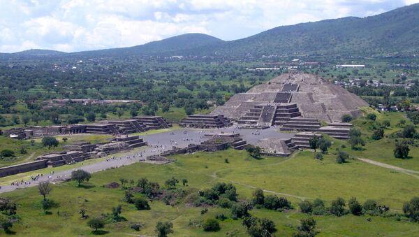 Пирамида Луны в в городе Теотиуакан, Мексика - Sputnik Italia